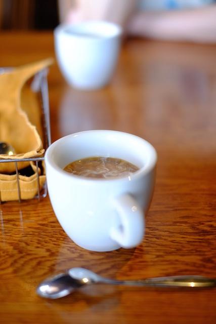 コーヒをいただきながら待つ…