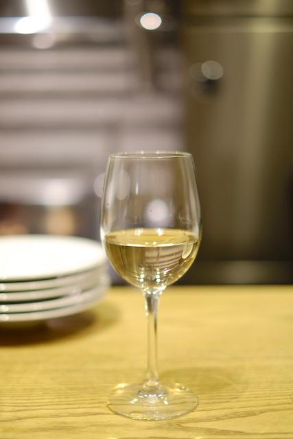 白ワインをグラスで
