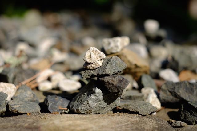 石が積んであったりするのを見ると更に…
