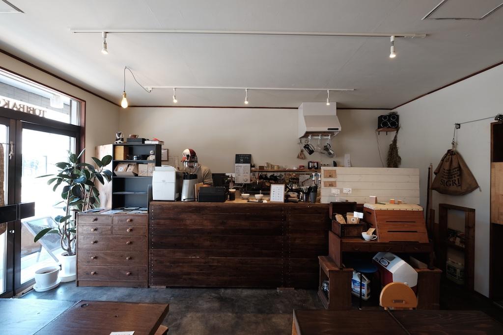 コーヒー片手に店主と語り合う とびばこ珈琲 – カウンターで楽しむ糸島