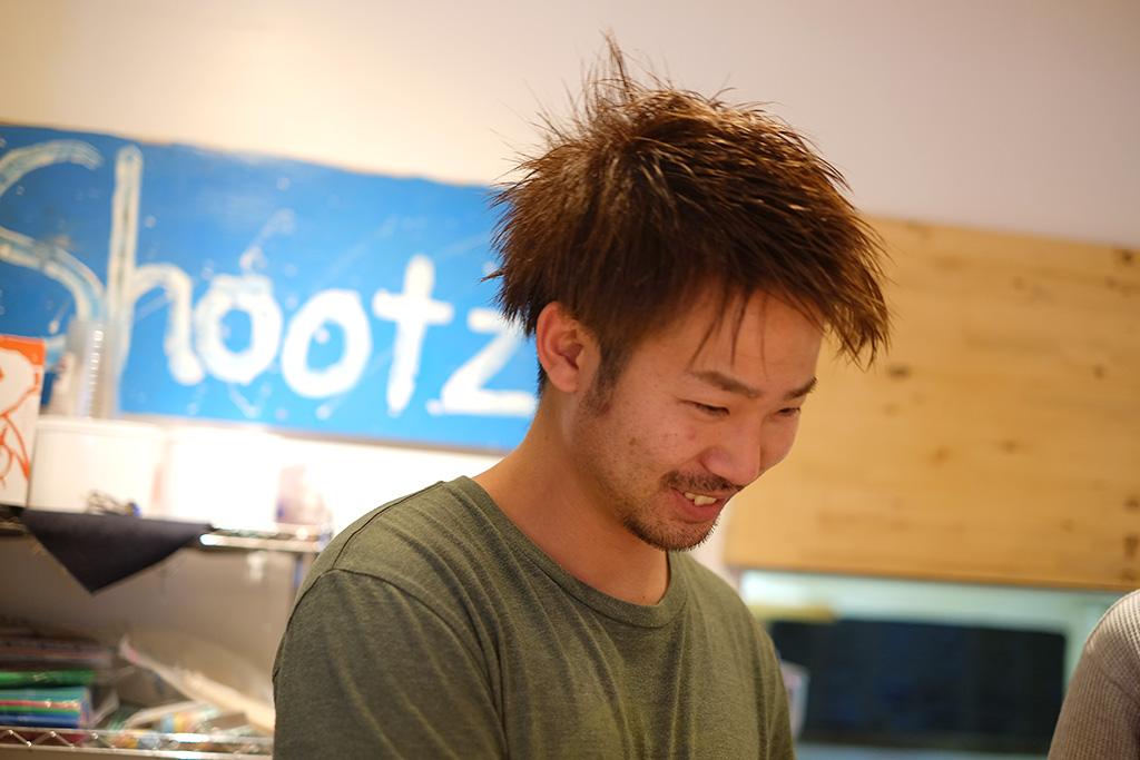 人気のジュースハウスBlue Roof!若き経営者桑田くんが語る、これまでとこれから – 糸島プロフェッショナルインタビュー