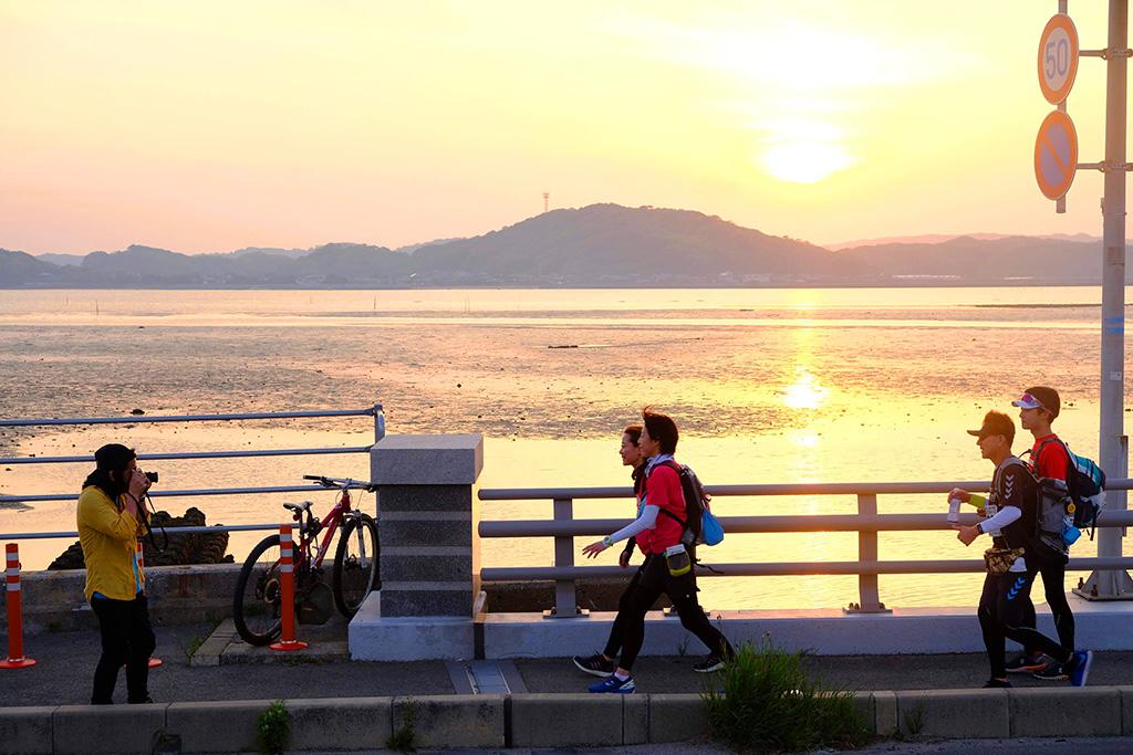 弁天橋ではこんな感じで撮影!(糸島新聞 南家さんに撮っていただきました!)