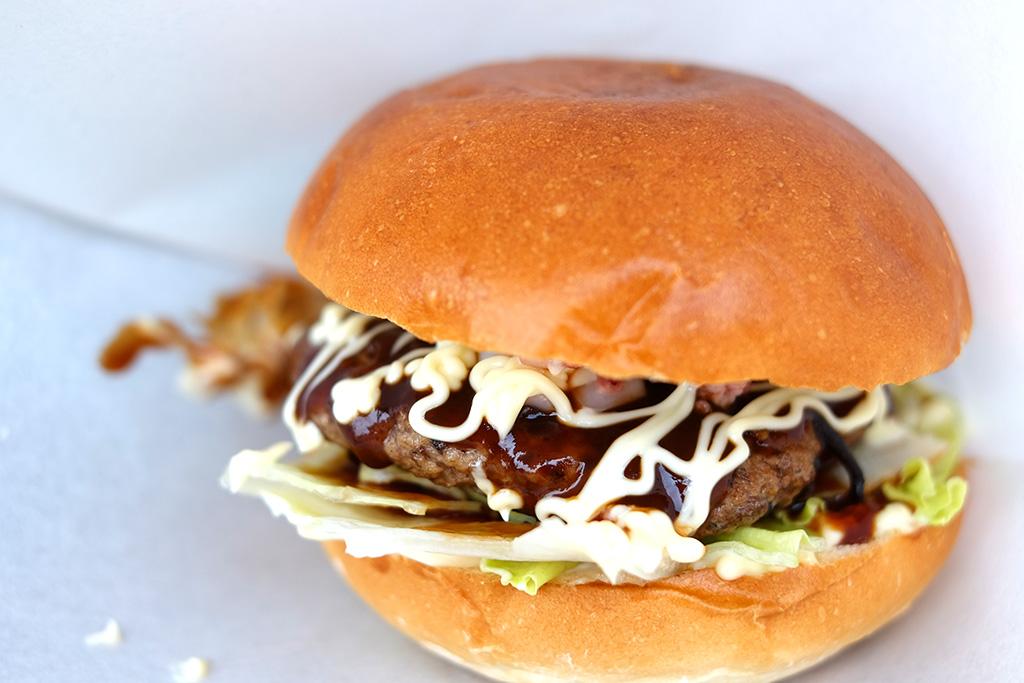 対馬バーガー – イカとヒジキのコラボレーション!他にない味わいの対馬バーガーを糸島で食べる!
